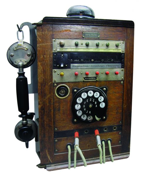 Telefonstation Holz